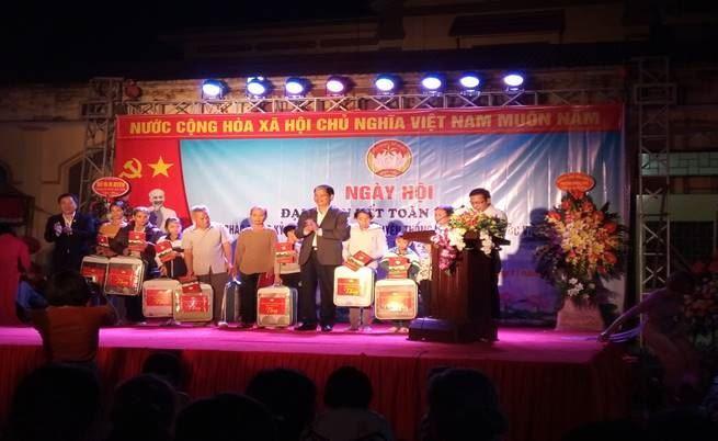 Đồng chí Phó Chủ tịch UBND TP Nguyễn Doãn Toản dự Ngày hội đại đoàn kết toàn dân tộc tại huyện Phúc Thọ
