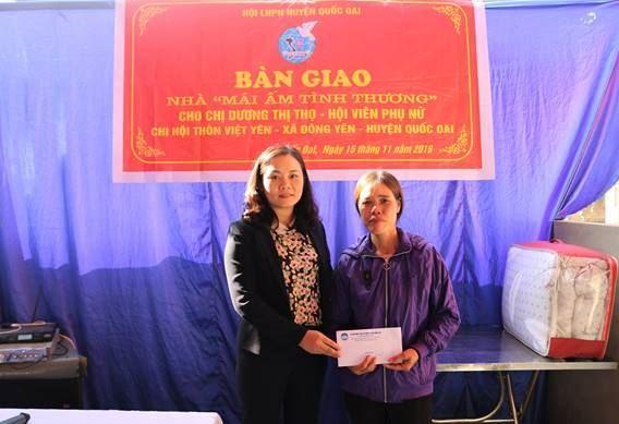 """Ủy ban MTTQ Việt Nam huyện Quốc Oai hỗ trợ xây nhà """"Mái ấm tình thương"""" cho hội viên phụ nữ xã Đông Yên"""