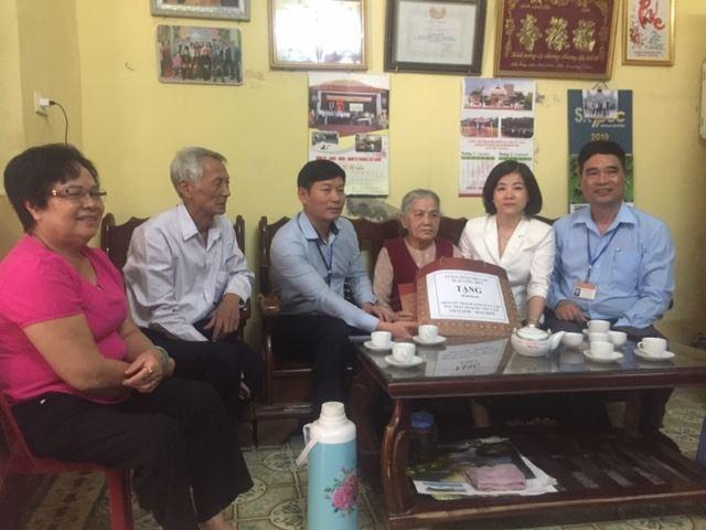 Quận Long Biên thăm hỏi tặng quà Mẹ Việt Nam Anh hùng, Anh hùng Lực lượng vũ trang, Lão thành cách mạng trên địa bàn quận