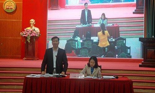 Lãnh đạo UBND thị xã Sơn Tây đối thoại với công nhân, viên chức và người lao động.