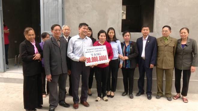 Ủy ban MTTQ Việt Nam huyện Hoài Đức tổ chức bàn giao nhà Đại đoàn kết cho hộ nghèo tại thôn An Trai, xã Vân Canh