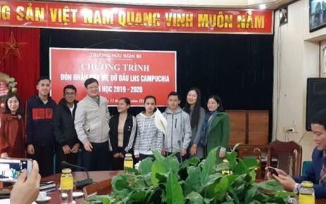 Sơn Tây tổ chức Chương trình đón nhận Cha mẹ đỡ đầu Lưu học sinh Campuchia.