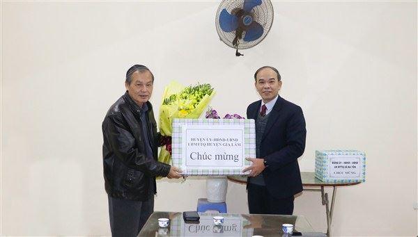 Lãnh đạo Huyện Gia Lâm thăm, tặng quà nhân dịp Lễ Giáng sinh năm 2019.