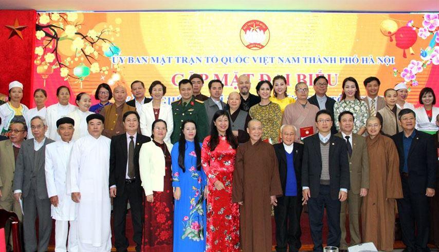 Gặp mặt đại biểu văn nghệ sĩ, trí thức, chức sắc tôn giáo, người dân tộc thiểu số