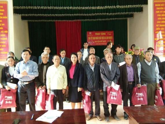 100 phần quà Tết được trao tặng cho nạn nhân chất độc da cam huyện Mỹ Đức Tết Canh Tý 2020