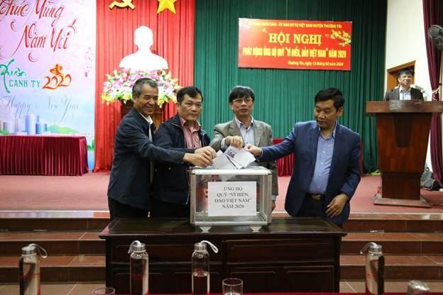 """Ủy ban MTTQ Việt Nam huyện Thường Tín phát động ủng hộ Quỹ """"Vì Biển, đảo Việt Nam"""" năm 2020."""