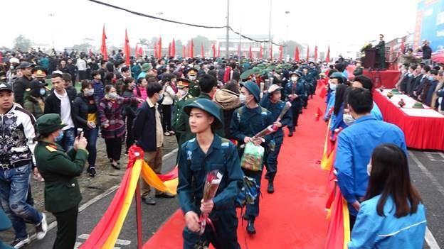 Thanh niên huyện Thanh Oai phấn khởi lên đường nhập ngũ