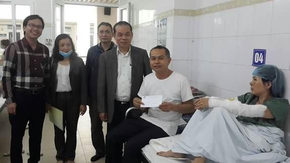 Ủy ban MTTQ Việt Nam quận Thanh Xuân thăm hỏi, động viên các nạn nhân bị bỏng do vụ cháy tại phố Khương Hạ, phường Khương Đình