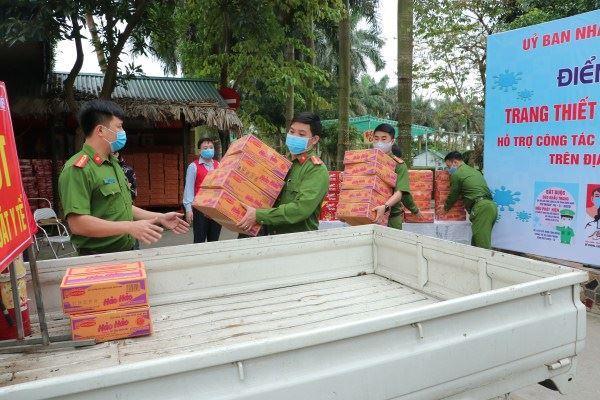 Huyện Gia Lâm tiếp nhận nhu yếu phẩm phòng chống dịch Covid-19