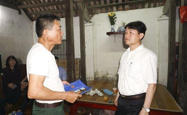 Lãnh đạo huyện Gia Lâm thăm hỏi gia đình các nạn nhân vụ hoả hoạn tại Khu công nghiệp Phú Thị