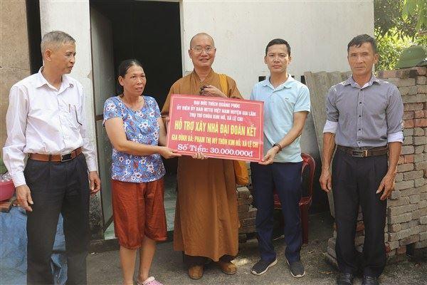 Uỷ ban MTTQ huyện Gia Lâm phối hợp với đại đức Thích Quảng Phúc  hỗ trợ kinh phí xây nhà Đại đoàn kết