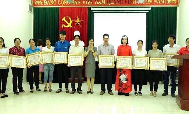 Huyện Thanh Oai khen thưởng các tập thể, cá nhân có thành tích trong công tác vận động, hiến máu tình nguyện