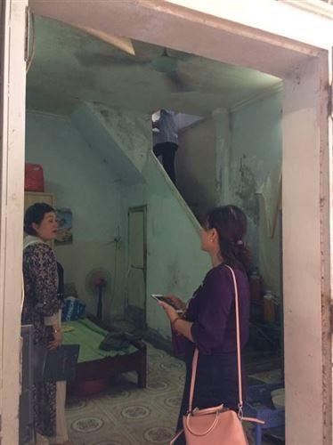 Ủy ban MTTQ Việt Nam quận Thanh Xuân hỗ trợ sửa chữa nhà cho hộ cận nghèo trên địa bàn quận năm 2020