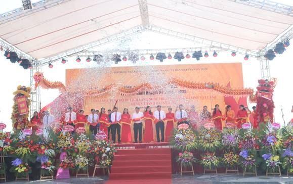 Huyện Thanh Oai khai mạc hội chợ, gắn biển công trình chào mừng Đại hội Đảng bộ huyện lần thứ XXIII, nhiệm kỳ 2020-2025