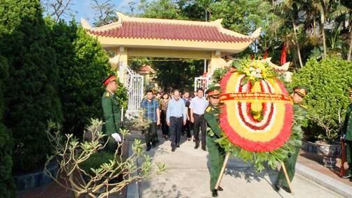 Huyện Thanh Trì viếng nghĩa trang Liệt sĩ Ngọc Hồi nhân kỷ niệm 73 năm ngày Thương binh – Liệt sỹ