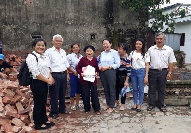 Trao kinh phí hỗ trợ hộ nghèo huyện Thanh Oai xây dựng nhà ở năm 2020