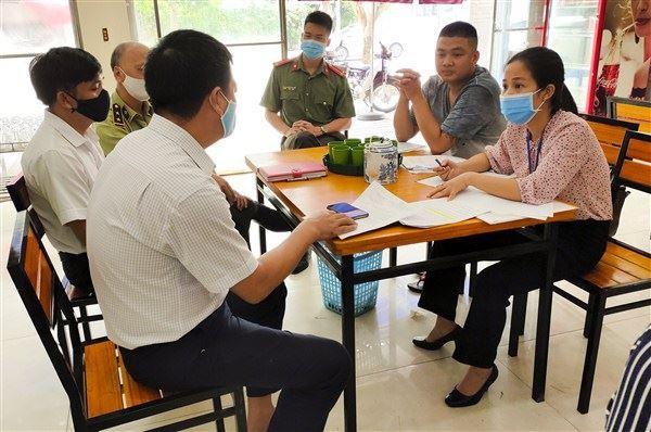 Huyện Gia Lâm kiểm tra công tác phòng, chống dịch tại Thị trấn Trâu Quỳ
