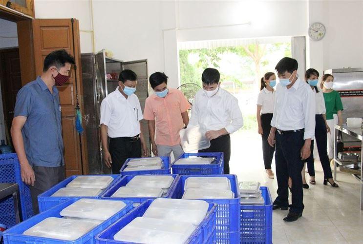 Ủy ban MTTQ Việt Nam huyện Chương Mỹ kiểm tra công tác phòng chống dịch tại các xã Thụy Hương, Lam Điền, Hoàng Diệu