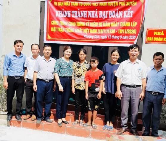 Phú Xuyên trao 06 nhà Đại đoàn kết cho hộ nghèo nhân kỷ niệm 90 năm Ngày truyền thống MTTQ Việt Nam (18/11/1930- 18/11/2020)