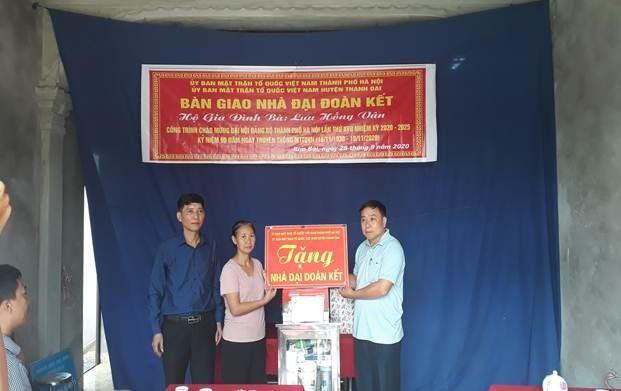 Ủy ban MTTQ Việt Nam huyện Thanh Oai trao kinh phí hỗ trợ 3 hộ nghèo