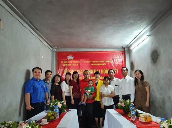 Bắc Từ Liêm bàn giao nhà Đại đoàn kết chào mừng Đại hội đại biểu Đảng bộ thành phố lần thứ XVII và kỷ niệm 90 năm Ngày truyền thống MTTQ Việt Nam