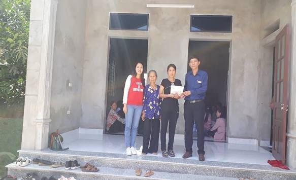 Huyện Thanh Oai trao kinh phí hỗ trợ hộ nghèo xây dựng nhà ở năm 2020