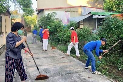 Thị xã Sơn Tây: Ra quân vệ sinh môi trường chào mừng Đại hội Đảng bộ thành phố Hà Nội