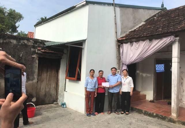 Huyện Thanh Oai hỗ trợ hộ nghèo xã Tam Hưng và Đỗ Động xây dựng nhà ở năm 2020