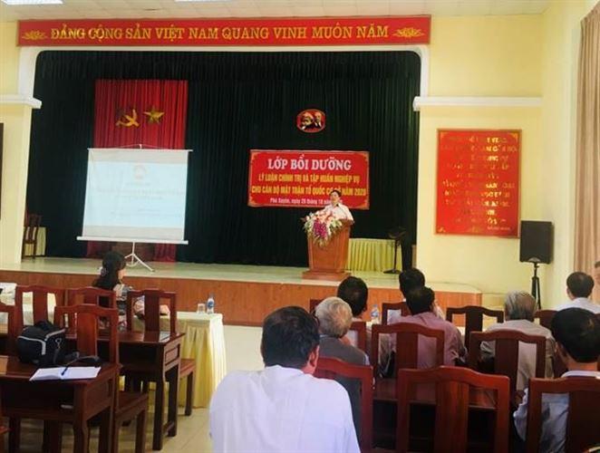 Huyện Phú Xuyên bồi dưỡng lý luận chính trị và tập huấn nghiệp vụ công tác Mặt trận cho cán bộ Mặt trận cơ sở năm 2020