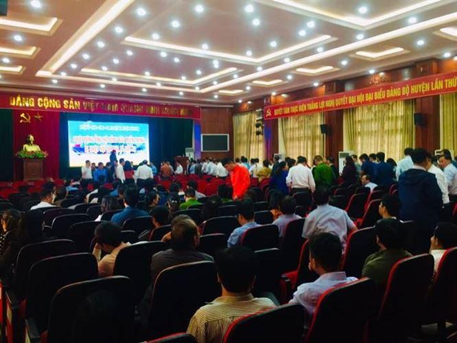 Huyện Phú Xuyên ủng hộ đồng bào các tỉnh miền Trung bị thiệt hại do mưa lũ gây ra