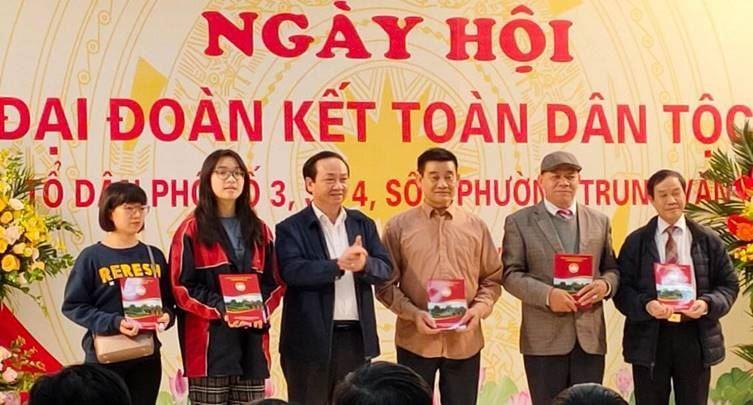 Phó Chủ tịch UBND Thành phố Hà Nội Nguyễn Thế Hùng dự  Ngày hội Đại đoàn kết tại phường Trung Văn, quận Nam Từ Liêm