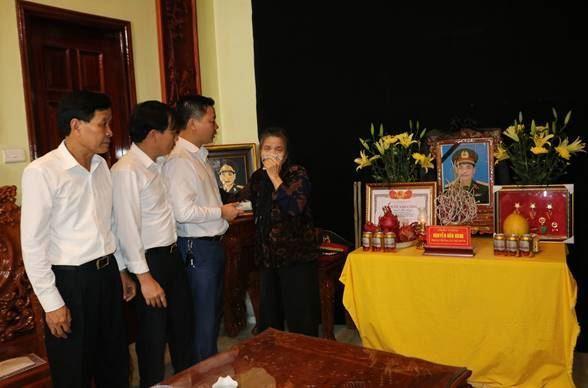 Ủy ban MTTQ Việt Nam TP Hà Nội thăm và hỗ trợ gia đình liệt sỹ hy sinh lúc làm nhiệm vụ tại thủy điện Rào Trăng 3