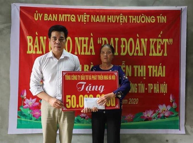 Ủy ban MTTQ Việt Nam huyện Thường Tín bàn giao nhà đại đoàn kết cho hộ nghèo