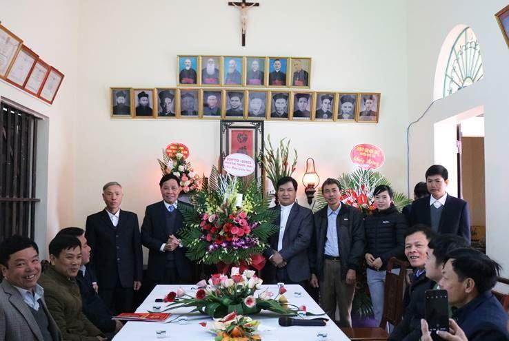 Huyện Quốc Oai tổ chức thăm tặng quà nhân dịp Lễ Noel 2020