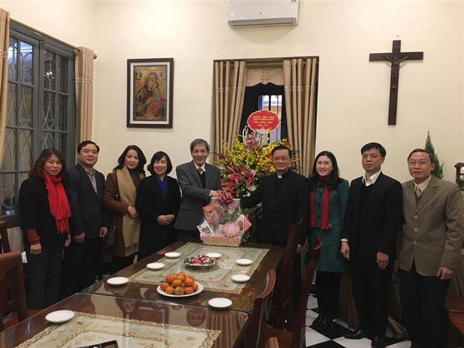 Quận Ba Đình thăm, chúc mừng các xứ, họ đạo nhân dịp Noel 2020