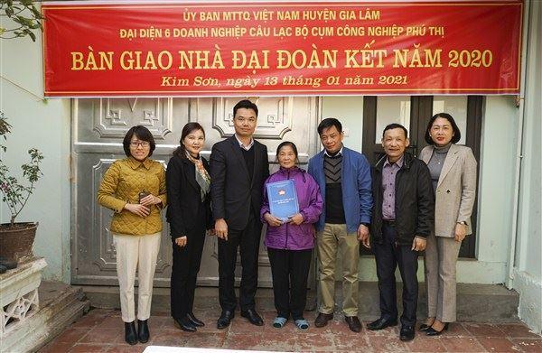 Gia Lâm tổ chức bàn giao nhà Đại đoàn kết chào cho các hộ cận nghèo chào đón Tết Tân Sửu