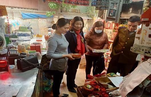 Thanh Trì phối hợp kiểm tra, giám sát công tác đảm bảo an toàn vệ sinh thực phẩm trên địa bàn dịp tết Nguyên đán Tân Sửu 2021