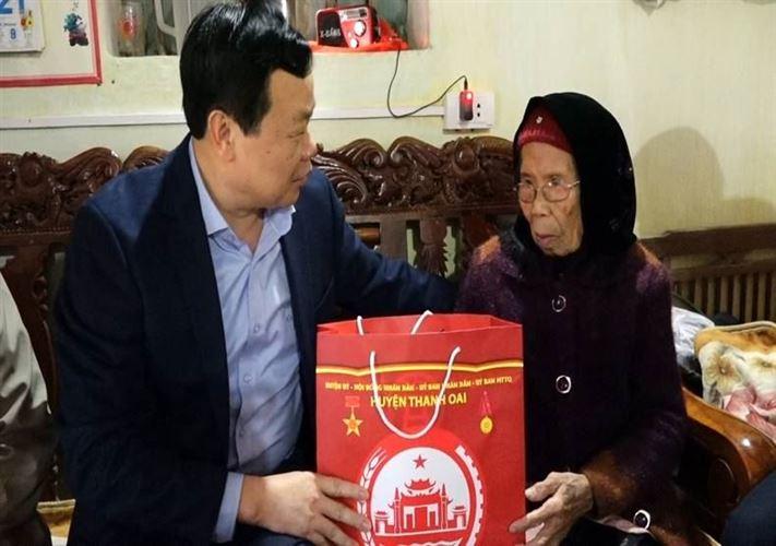 Huyện Thanh Oai tổ chức các đoàn thăm và tặng quà nhân dịp Tết nguyên đán Tân Sửu