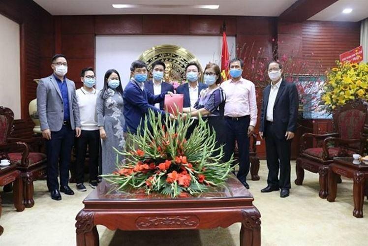 Quận Nam Từ Liêm tiếp nhận sự ủng hộ của các doanh nghiệp, nhà hảo tâm   ủng hộ lực lượng làm công tác phòng, chống dịch trên địa bàn quận