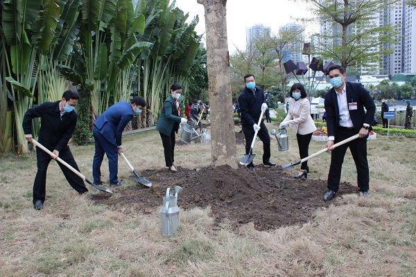 """Quận Thanh Xuân tổ chức""""Tết trồng cây đời đời nhớ ơn Bác Hồ""""  Xuân Tân Sửu 2021"""