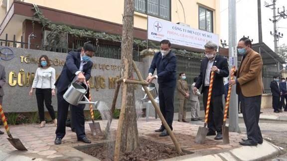 """Huyện Mỹ Đức phát động """"Tết trồng cây đời đời nhớ Bác Hồ Xuân Tân Sửu năm 2021"""