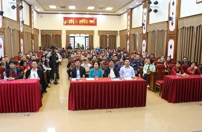 Quốc Oai trao tặng xe lăn và hỗ trợ kinh phí xây sửa nhà đại đoàn kết