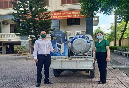 Ủy ban MTTQ Việt Nam huyện Thanh Trì tiếp nhận và bàn giao hỗ trợ vật dụng đến 5 hộ gia đình có hoàn cảnh khó khăn