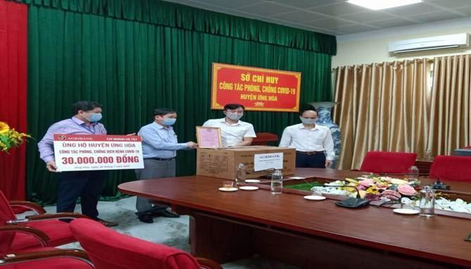 Ban Chỉ đạo phòng chống dịch Covid-19 huyện Ứng Hòa tiếp nhận ủng hộ của Ngân hàng Nông nghiệp và phát triển nông thôn Chi nhánh Hà Tây