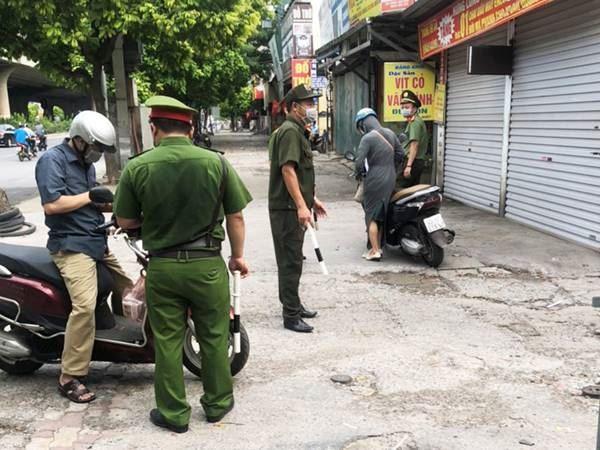 Ủy ban MTTQ Việt Nam quận Thanh Xuân giám sát việc thực hiện Chỉ thị 17 của UBND Thành phố trong công tác phòng chống dịch Covid-19