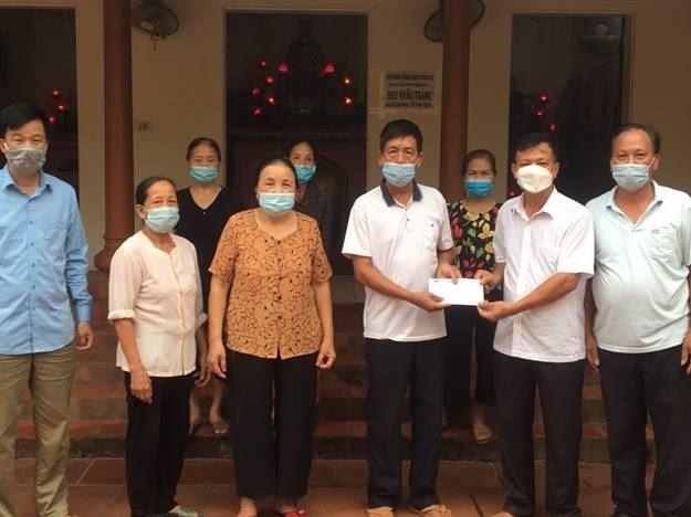 Ủy ban MTTQ Việt Nam huyện Quốc Oai hỗ trợ Sư Thầy gặp nạn rủi ro