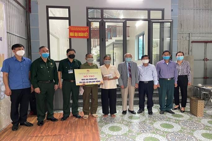 Mặt trận huyện Ứng Hòa khánh thành và bàn giao kinh phí ỗ trợ xây dựng 02 nhà Đại đoàn kết