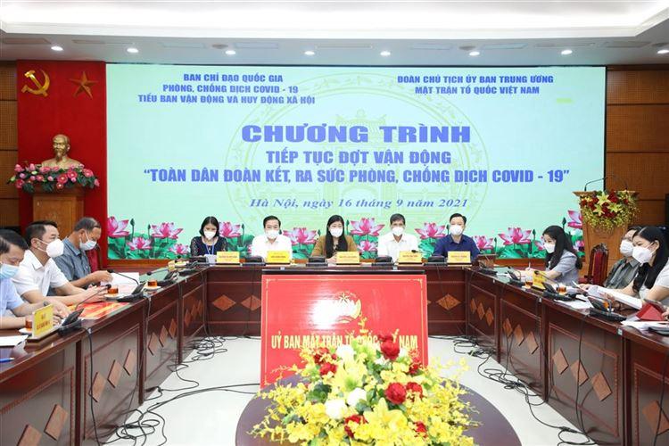 """Uỷ ban MTTQ Việt Nam Thành phố tham gia trực tuyến vận động Toàn dân đoàn kết, ra sức phòng, chống dịch Covid-19, tổ chức tiếp nhận ủng hộ phòng, chống dịch Covid-19 và phát động  chương trình """"Sóng và máy tính cho em"""""""