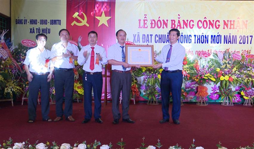 Xã Tô Hiệu, huyện Thường Tín tổ chức Lễ đón Bằng công nhận  xã đạt chuẩn nông thôn mới năm 2017