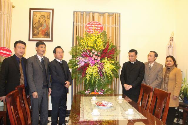 Lãnh đạo Ủy ban MTTQ Việt Nam TP Hà Nội thăm tặng quà Noel